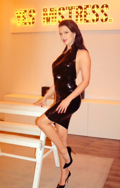 Mistress Justine Cross | Los Angeles Dominatrix